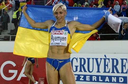 Ukraine's Mariya Ryemyen celebrates after winning the women's 200m final at the 2012 European Athletics Championships at the Olympic Stadium in Helsinki on June 30, 2012. AFP PHOTO / JONATHAN NACKSTRAND